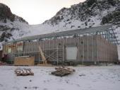 Montáž konstrukce střechy Lindab probíhala společně se zateplováním fasády. Stavba celého objektu trvala pouhých 40dní.