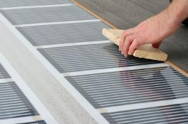 Pokládání plovoucí podlahy na topnou fólii