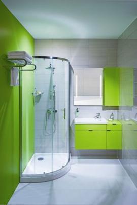 Asymetrický sprchový kout Jika Tigo 100 x 80 cm, umyvadlo se zelenou skříňkou 65 x 38,5 cm