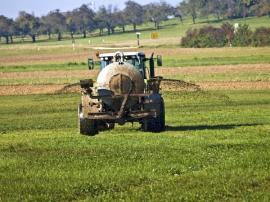 Aplikace hnojiva v tekuté formě na větší plochy