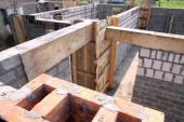 Kombinace materiálů zděného domu