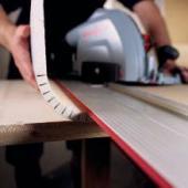 Jednoduše lze také udělat ohýbaný roh ze sádrokartonu – a to s poloměrem 10 cm