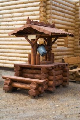 Studna oblečená do dřeva