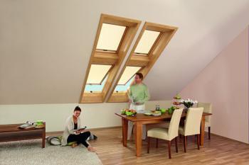 Střešní okna Roto v dekoru dřeva včetně vnitřního ostění