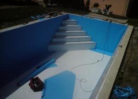Pokládka hydroizolační fólie v bazénu