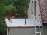 Hydroizolace ploché střechy, která funguje jako terasa