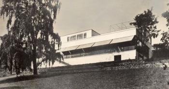 Zahrada s původní smuteční vrbou, 30. léta, foto: Fritz Tugendhat