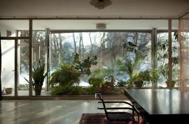 Hlavní obytný prostor, průhled do zimní zahrady