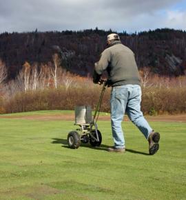 Hnojení větších travních ploch