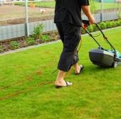 Sekání okrasného trávníku