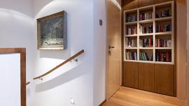 Osvětlení schodiště a knihovny
