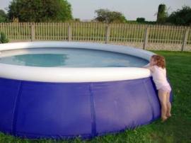 Voda láká - však v ní každé dítě plavalo už před narozením