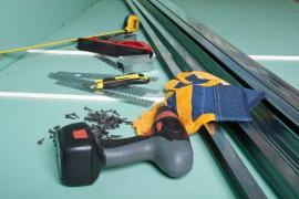 Zelený sádrokarton, nářadí, kotvící materiál a kovové konstrukční profily