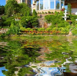 Velké zahradní jezírko