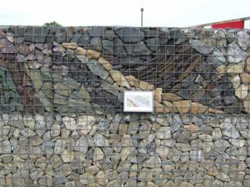 Gabiony  - vyzvořit lze i zajímavé mozaiky z různě barevných kamenů