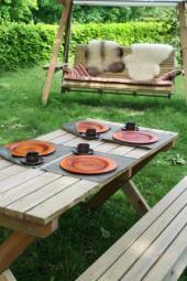 Zahradní nábytek a houpačka