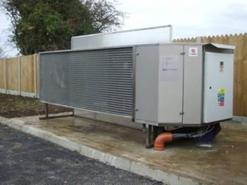 Tepelné čerpadlo typu vzduch-voda (venkovní jednotka) o výkonu 40 kW