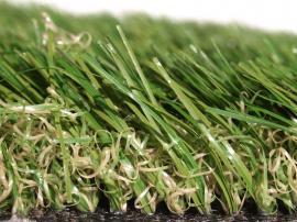 Detail struktury umělého trávníku