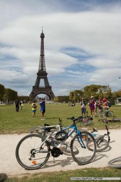 Cykloturisté v Paříži