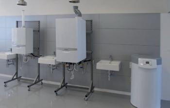 Kondenzační kotle ecoTEC a solární systém auroSTEP plus pro přípravu teplé vody