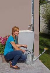 Nadzemní designová nádoba na jímanou dešťovou vodu