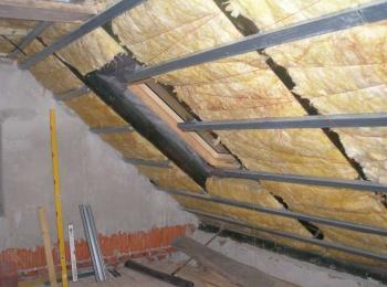 Rekonstrukce střechy před realizací půdního bytu