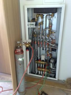 Napojení trasovacího plynu do systému podlahového topení