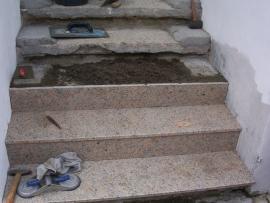 Obkládání schodiště přírodním kamenem