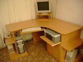 Pracovní stůl na míru