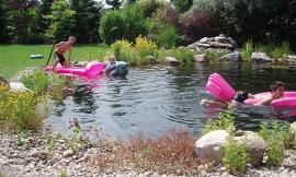Voda v zahradě má více podob - osvěžující koupací jezírko