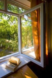 Větrání otevřeným oknem