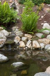 Přítok vody do jezírka - kaskáda
