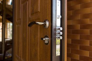 Bezpečnostní dveře, zdroj: shutterstock.com