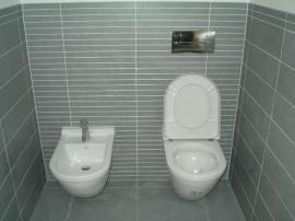 Rekonstruovaná koupelna s WC a bidetem