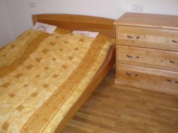 Ložnice - postel a komoda