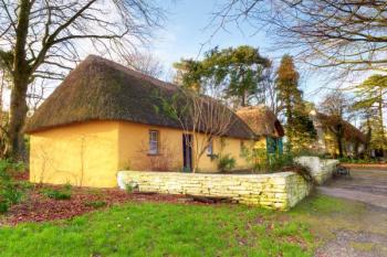 Střecha ze slámy či rákosu patří k nejpracnějším a tedy nejdražším řešením - ovšem ten vzhled!