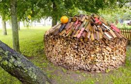 Originální způsob skladování palivového dřeva