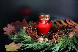 Věnec se vzpomínkovou svíčkou
