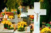 Dušičková výzdoba hřbitova