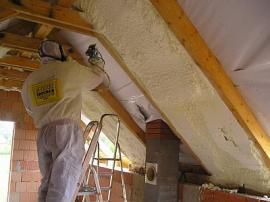 Zateplení šikmé střechy PUR pěnou