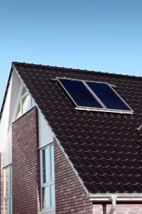 Solárně termické kolektory na střeše RD