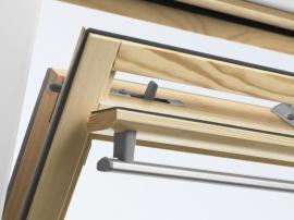 Ventilační klapka u střešního okna VELUX