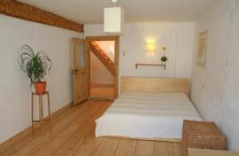 Masivní dřevěná prkenná podlaha