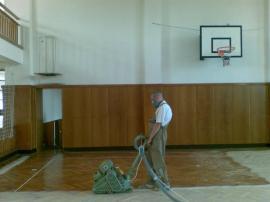 Broušení parketové podlahy v tělocvičně