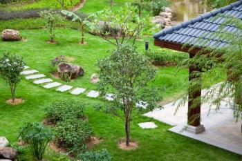 Nášlapný kámen v zahradě