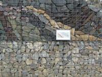 Gabiony s kamennou mozaikou