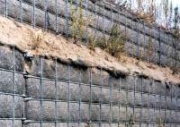 Gabiony s geotextilií vysypané zeminou