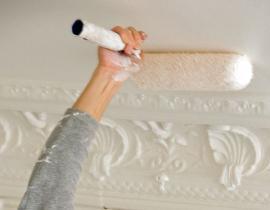 Nanášení barvy na strop