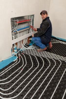 Instalace podlahového teplovodního vytápění