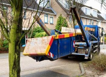 Vykládání kontejneru na odpad